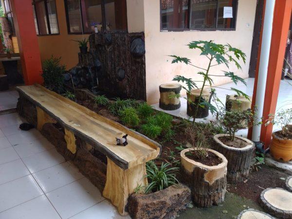 Taman Baca SMP Karang Arum