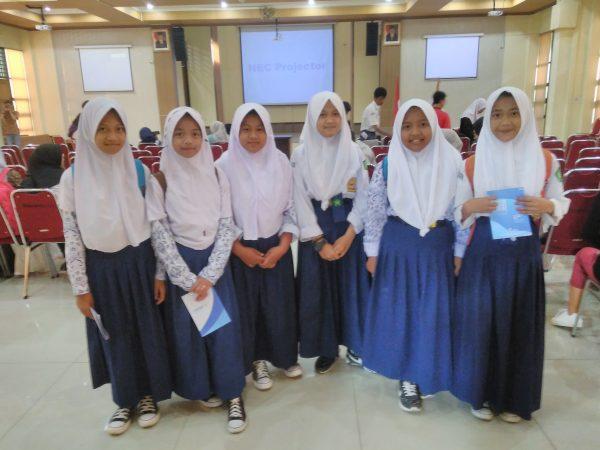 Baca Puisi Piala Rendra di Universitas Pasundan Bandung