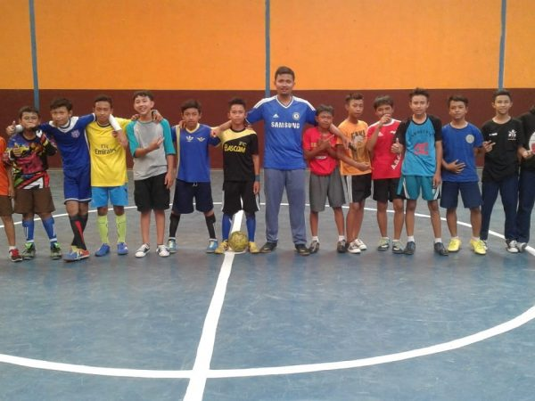 Latihan Futsal SMP Karang Arum